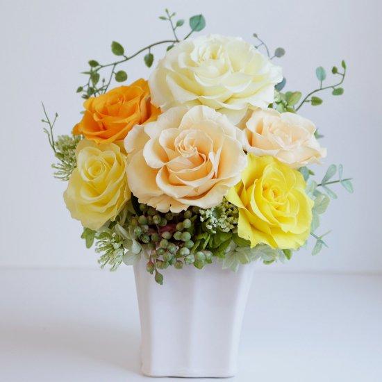 黄色とオレンジのバラのプリザーブドフラワーアレンジ 「シャーロット」イエロー