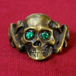 Sparkle Eyes Skull Ring BRASS