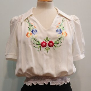 <img class='new_mark_img1' src='https://img.shop-pro.jp/img/new/icons6.gif' style='border:none;display:inline;margin:0px;padding:0px;width:auto;' />30s Collared Peasant Blouse
