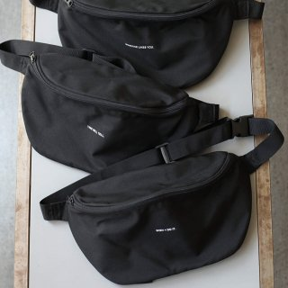<img class='new_mark_img1' src='https://img.shop-pro.jp/img/new/icons54.gif' style='border:none;display:inline;margin:0px;padding:0px;width:auto;' />BREATHE. (ever so soft) - INSTRUCTION WAIST BAG (BLACK)