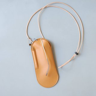<img class='new_mark_img1' src='https://img.shop-pro.jp/img/new/icons54.gif' style='border:none;display:inline;margin:0px;padding:0px;width:auto;' />kearny - glasses case (camel)