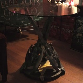 【同梱不可】Anne Stokes ギターテーブル Rock God Guitar Table