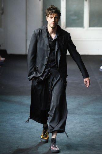 <img class='new_mark_img1' src='https://img.shop-pro.jp/img/new/icons1.gif' style='border:none;display:inline;margin:0px;padding:0px;width:auto;' />美品 19SS Yohji Yamamoto Basic Gabardine Sarouel Pants 2 黒 HH-P47-100