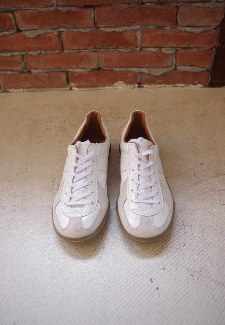 REPPODUCTION OF FOUND 1700ENL GERMAN MILITARY TRAINER[WHITE ENAMEL]