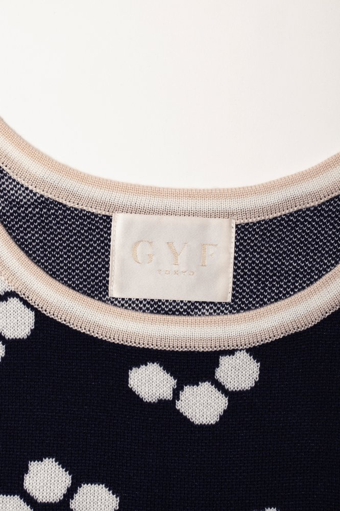 THE RETRO TILE MOTIF OFF-SHOLDER SHIRT SLEEVE KNIT (NAVY)<img class='new_mark_img2' src='https://img.shop-pro.jp/img/new/icons21.gif' style='border:none;display:inline;margin:0px;padding:0px;width:auto;' />