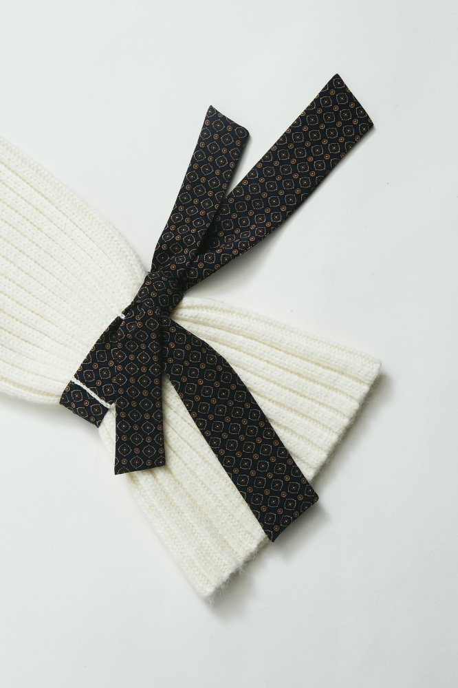 THE VINTAGE SCARF ACCENT RIB KNIT (OFF WHITE)<img class='new_mark_img2' src='https://img.shop-pro.jp/img/new/icons21.gif' style='border:none;display:inline;margin:0px;padding:0px;width:auto;' />