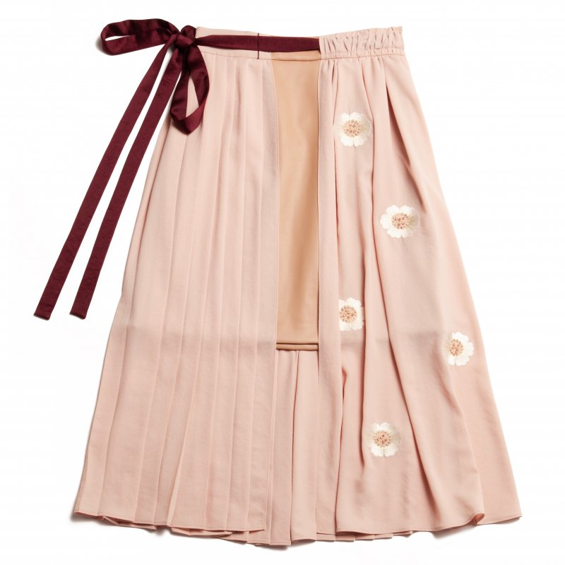 GYF TOKYO - THE ORIGINAL EMBROIDERY PLEATED SKIRT (BEIGE)<img class='new_mark_img2' src='https://img.shop-pro.jp/img/new/icons21.gif' style='border:none;display:inline;margin:0px;padding:0px;width:auto;' />