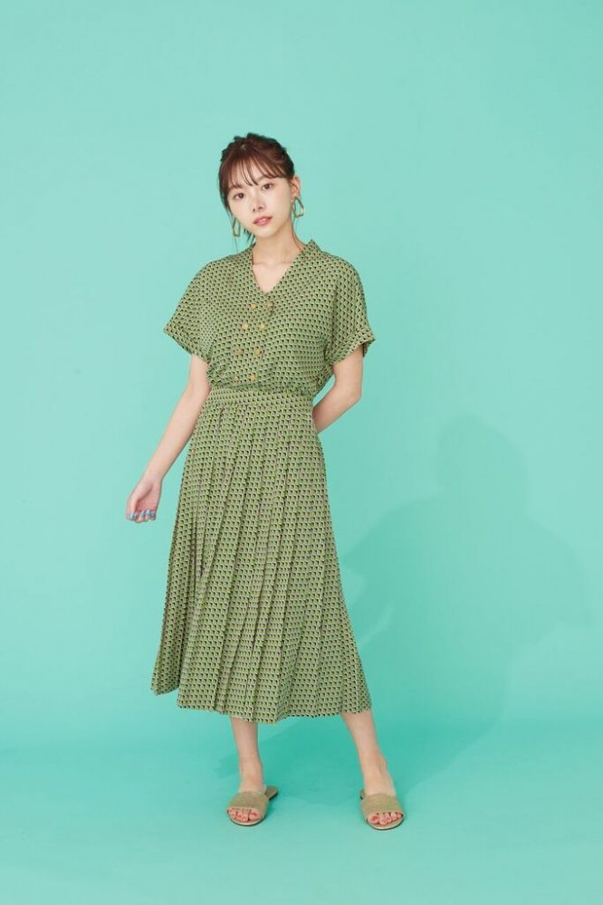 THE SQUARE PATTERN PLEATED DRESS (LIGHT GREEN)<img class='new_mark_img2' src='https://img.shop-pro.jp/img/new/icons21.gif' style='border:none;display:inline;margin:0px;padding:0px;width:auto;' />
