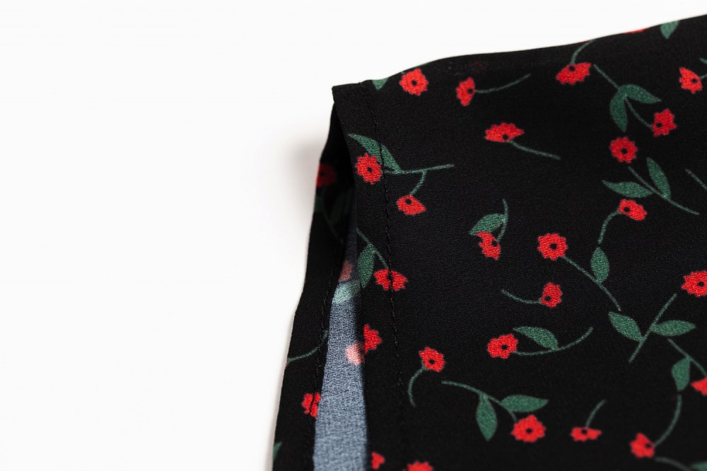 THE PETIT FLOWER FRILL TOPS<img class='new_mark_img2' src='https://img.shop-pro.jp/img/new/icons21.gif' style='border:none;display:inline;margin:0px;padding:0px;width:auto;' />