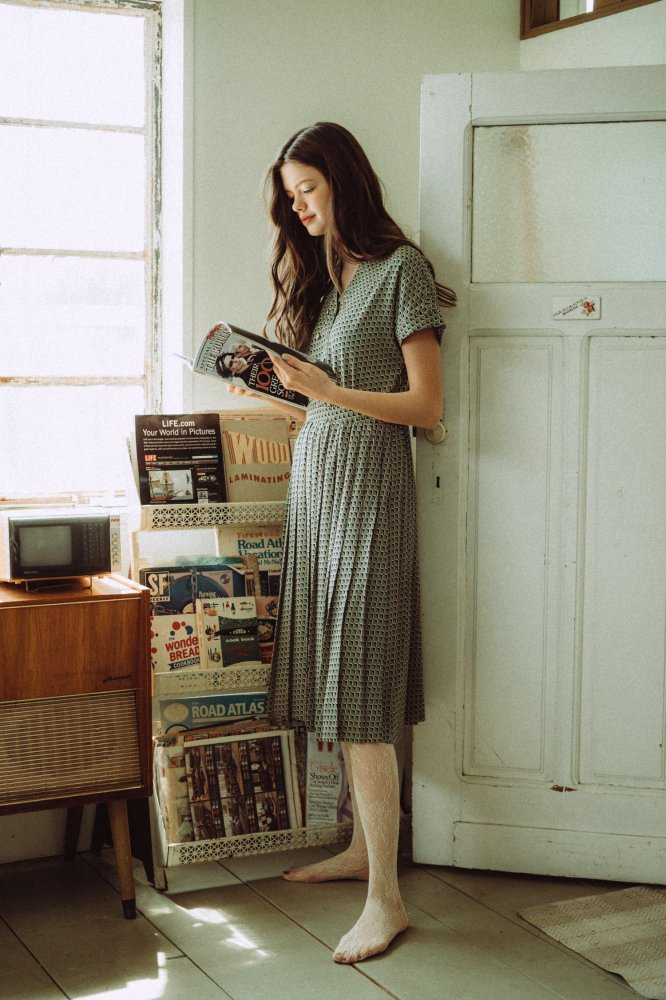 THE SQUARE PATTERN PLEATED DRESS (BLUE)<img class='new_mark_img2' src='https://img.shop-pro.jp/img/new/icons21.gif' style='border:none;display:inline;margin:0px;padding:0px;width:auto;' />