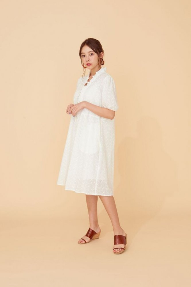 THE COTTON LACE DRESS(WHITE)<img class='new_mark_img2' src='https://img.shop-pro.jp/img/new/icons21.gif' style='border:none;display:inline;margin:0px;padding:0px;width:auto;' />