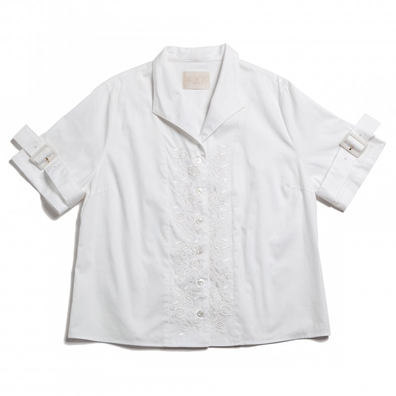 GYF TOKYO - THE BUCKLE SLEEVE EMBROIDERY TOPS(WHITE)<img class='new_mark_img2' src='https://img.shop-pro.jp/img/new/icons21.gif' style='border:none;display:inline;margin:0px;padding:0px;width:auto;' />