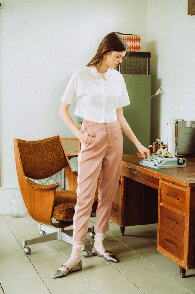 THE BEADS COLLOR SHORT SHIRT TOPS<img class='new_mark_img2' src='https://img.shop-pro.jp/img/new/icons21.gif' style='border:none;display:inline;margin:0px;padding:0px;width:auto;' />