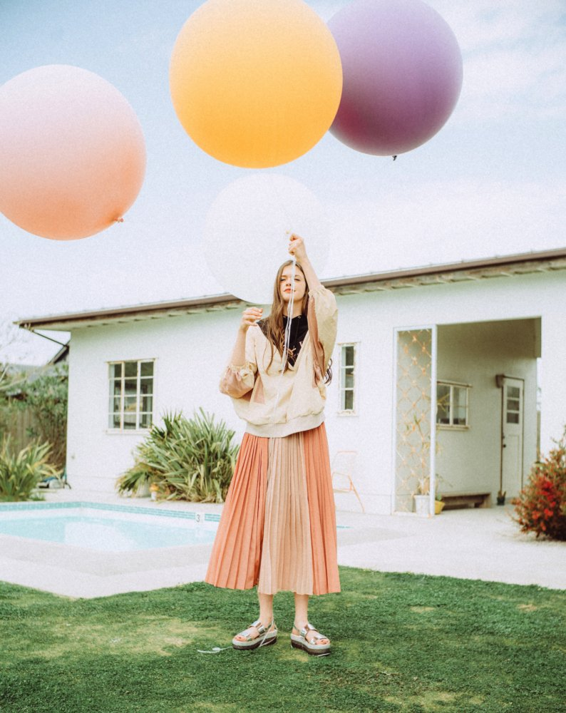 THE SEE-THROUGH PLEATED LONG SKIRT(PINK)<img class='new_mark_img2' src='https://img.shop-pro.jp/img/new/icons21.gif' style='border:none;display:inline;margin:0px;padding:0px;width:auto;' />