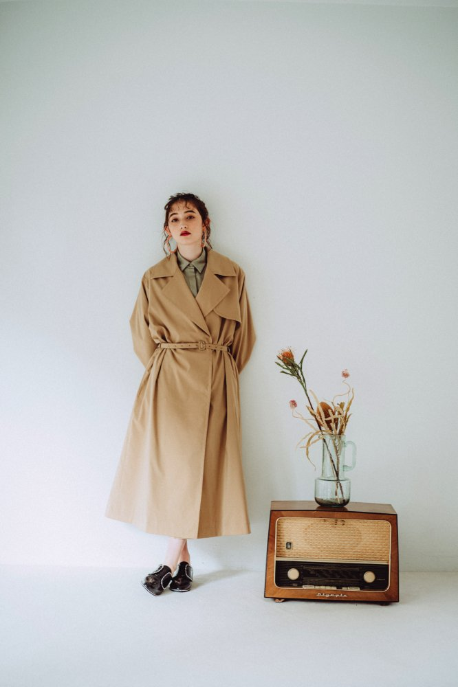 THE OVERSIZED TRENCH COAT (KHAKI)<img class='new_mark_img2' src='https://img.shop-pro.jp/img/new/icons21.gif' style='border:none;display:inline;margin:0px;padding:0px;width:auto;' />