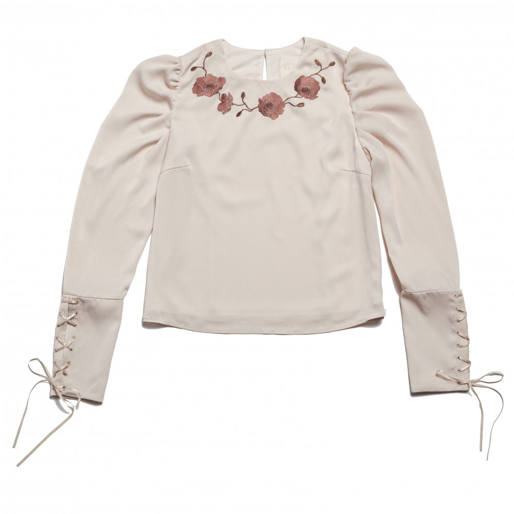 THE FLOWER EMBROIDERY POWER SHOLDER TOPS (IVORY) <img class='new_mark_img2' src='https://img.shop-pro.jp/img/new/icons21.gif' style='border:none;display:inline;margin:0px;padding:0px;width:auto;' />