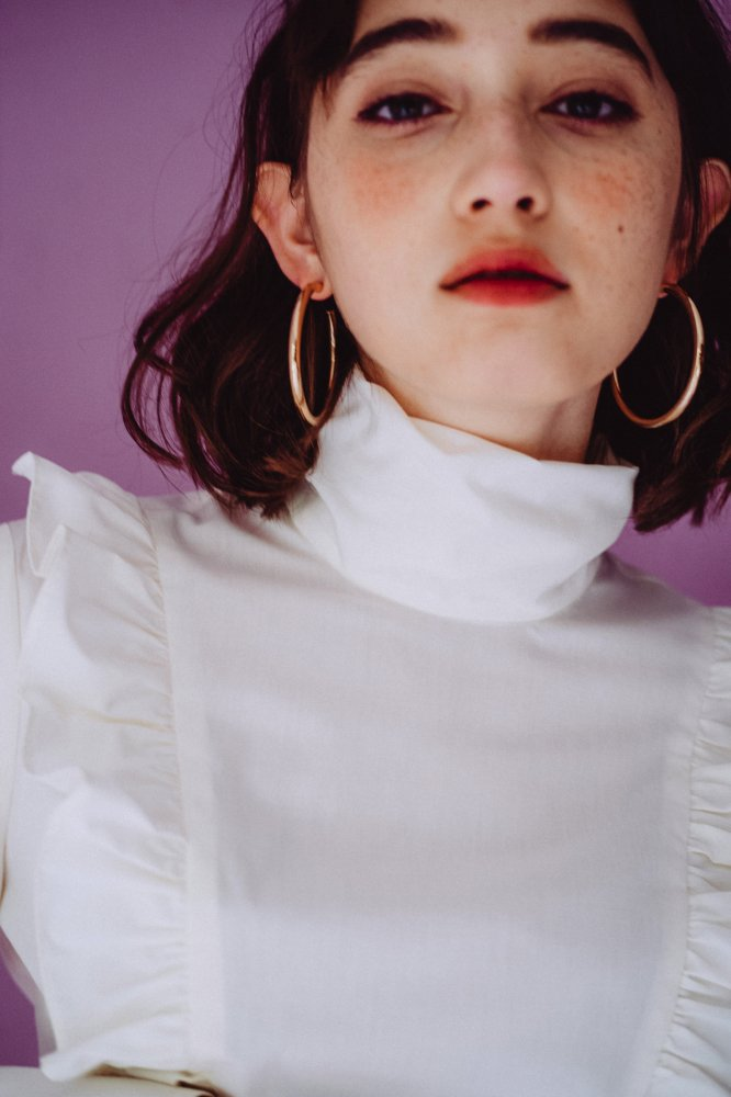 THE HIGH NECK FRILL BLOUSE<img class='new_mark_img2' src='https://img.shop-pro.jp/img/new/icons21.gif' style='border:none;display:inline;margin:0px;padding:0px;width:auto;' />