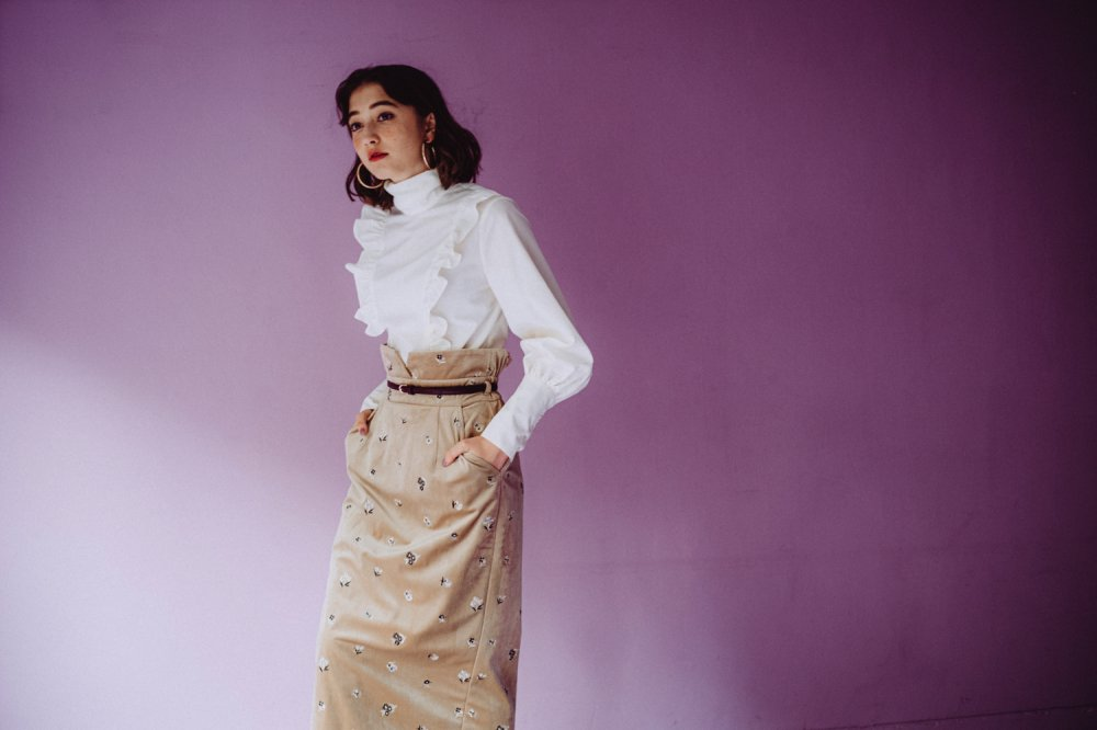 THE HIGH-WAISTED SKIRT WITH BELT (BEIGE)<img class='new_mark_img2' src='https://img.shop-pro.jp/img/new/icons21.gif' style='border:none;display:inline;margin:0px;padding:0px;width:auto;' />