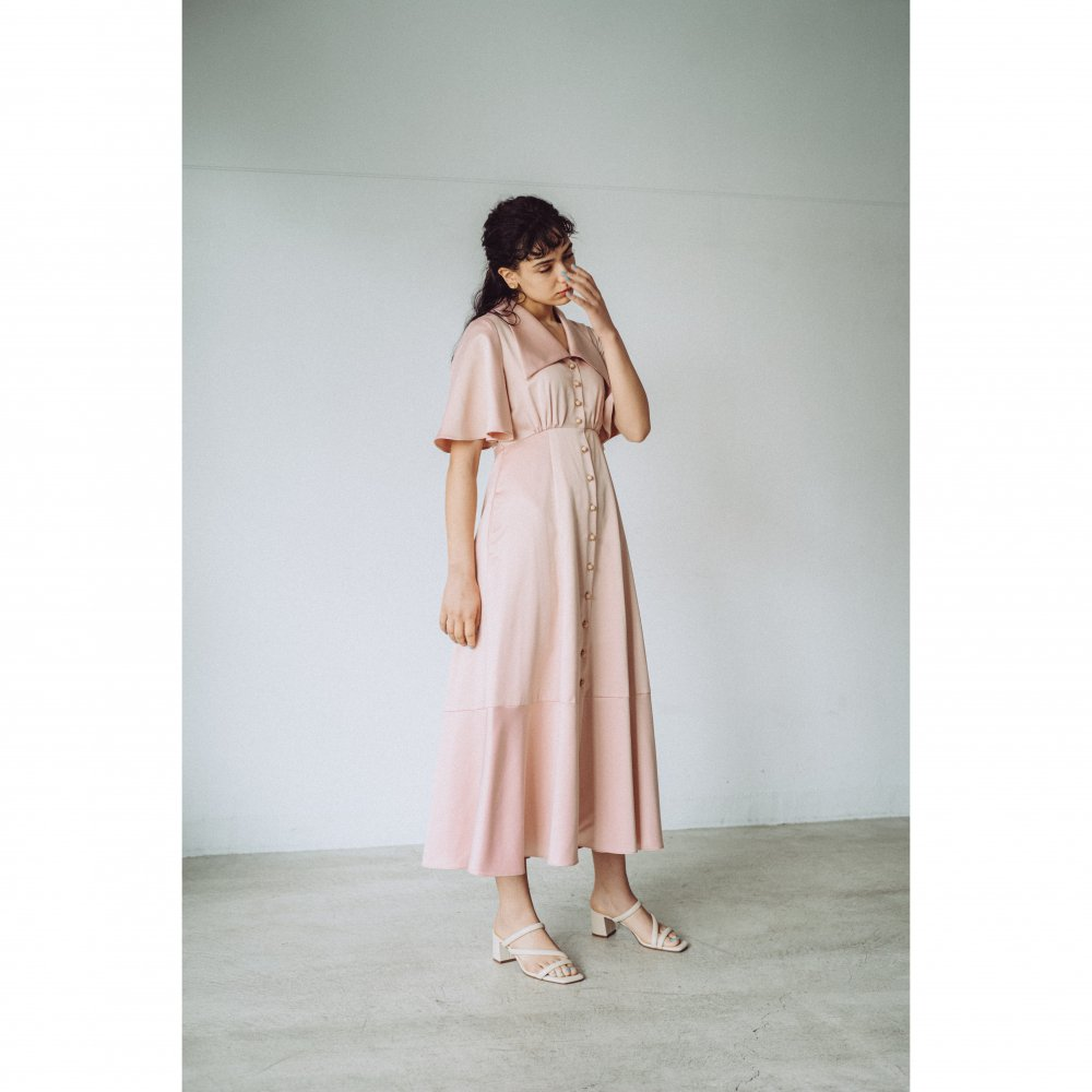 THE TRIANGLE COLLAR MAXI DRESS (PINK BEIGE)<img class='new_mark_img2' src='https://img.shop-pro.jp/img/new/icons21.gif' style='border:none;display:inline;margin:0px;padding:0px;width:auto;' />