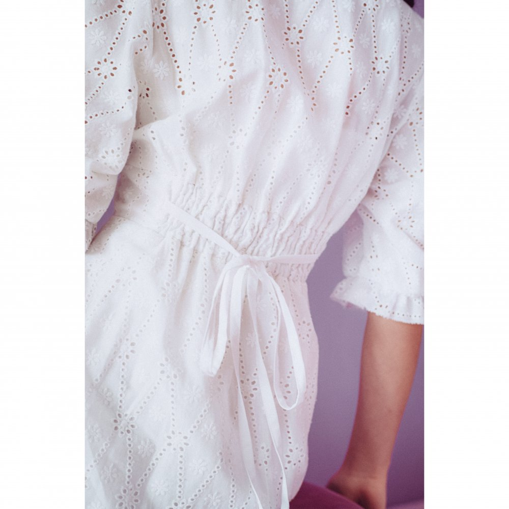 THE COTTON LACE VOLUME SLEEVE DRESS(WHITE)<img class='new_mark_img2' src='https://img.shop-pro.jp/img/new/icons21.gif' style='border:none;display:inline;margin:0px;padding:0px;width:auto;' />