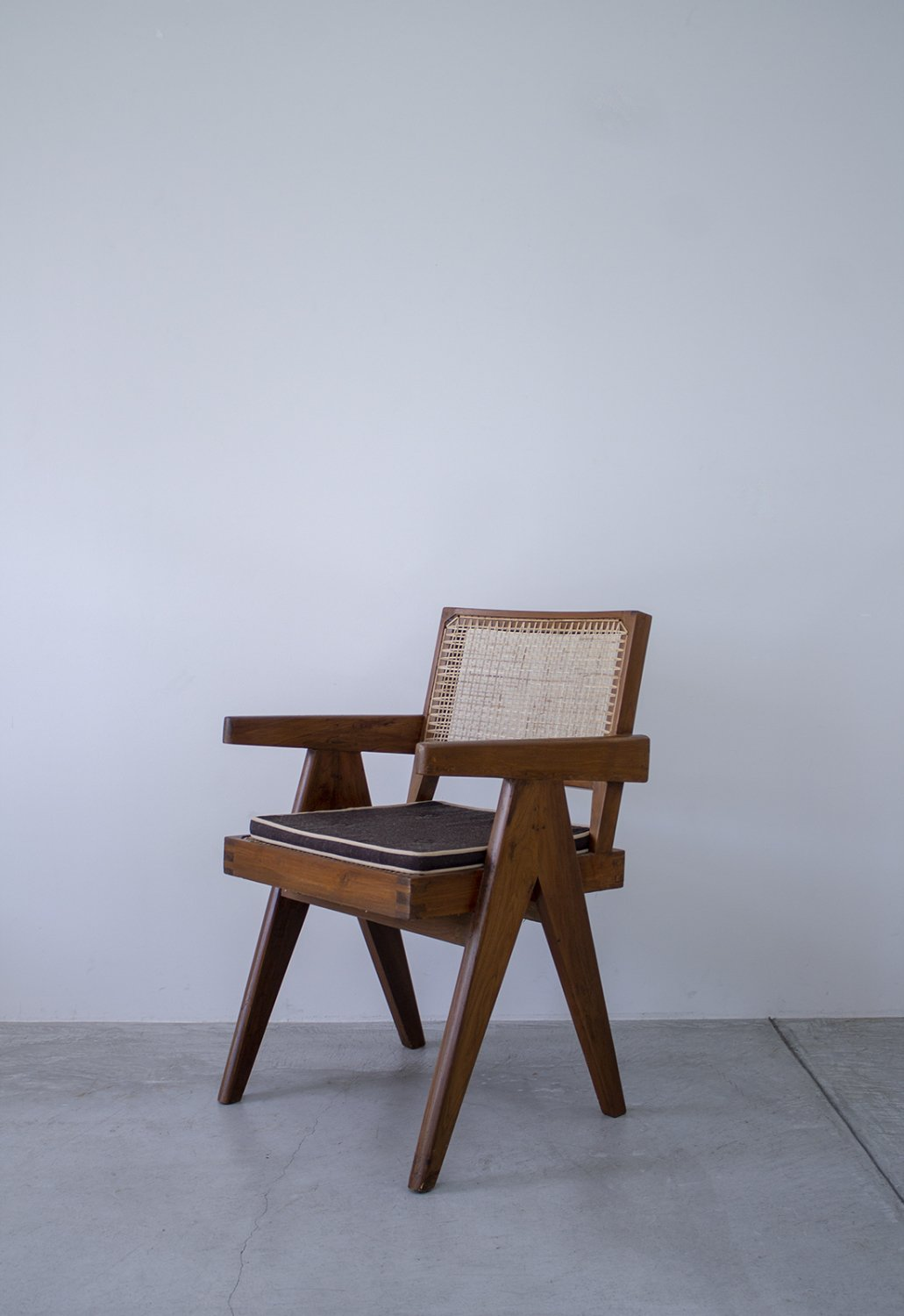 Pierre Jeanneret -V-leg Office Chair刻印付き