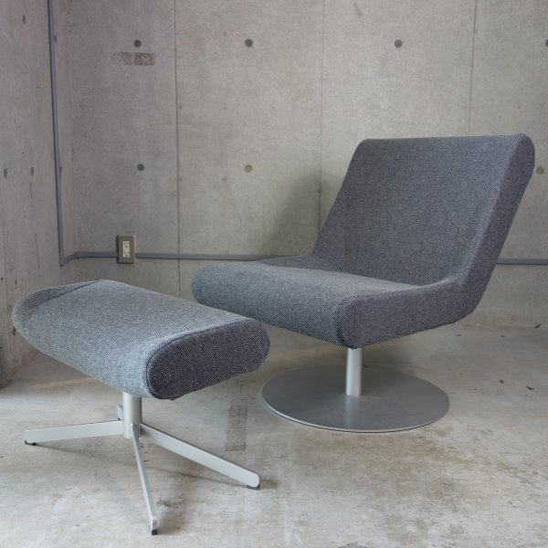 """""""Boomerang Plus"""" Lounge Swivel Chair & Ottoman<img class='new_mark_img2' src='https://img.shop-pro.jp/img/new/icons47.gif' style='border:none;display:inline;margin:0px;padding:0px;width:auto;' />"""
