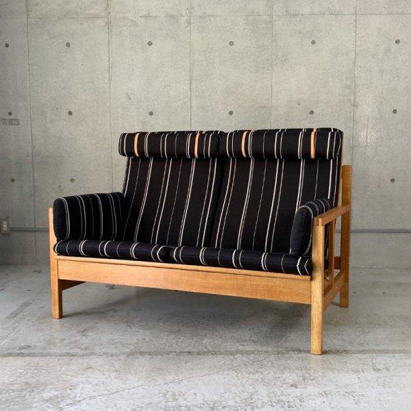 Model 2252 2P Sofa