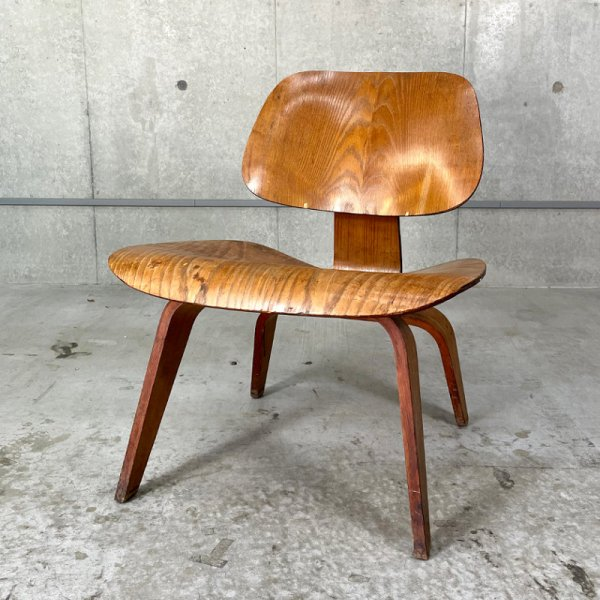 LCW(Lounge Chair Wood Legs)
