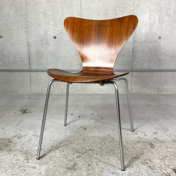 Seven Chair / Walnut