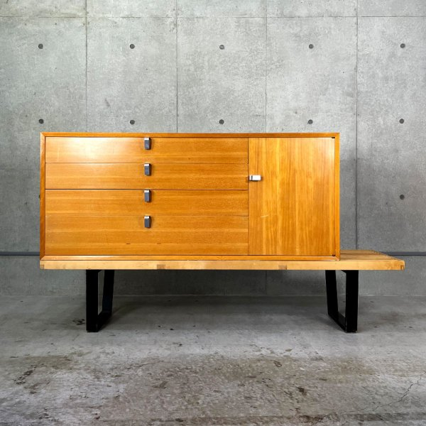 Nelson Platform Bench with Basic Cabinet