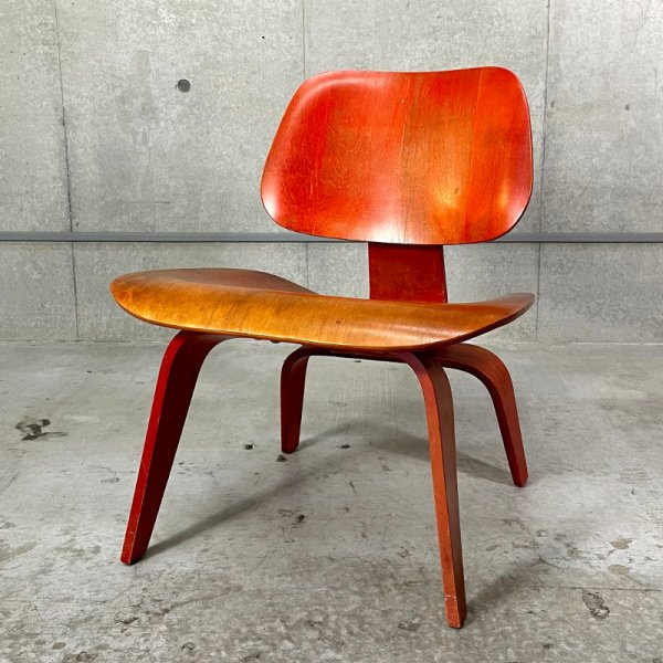 LCW(Lounge Chair Wood Legs)/ Red