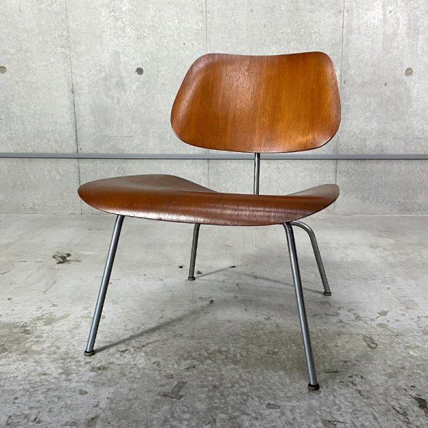 LCM 1st model(Lounge Chair Metal Legs)