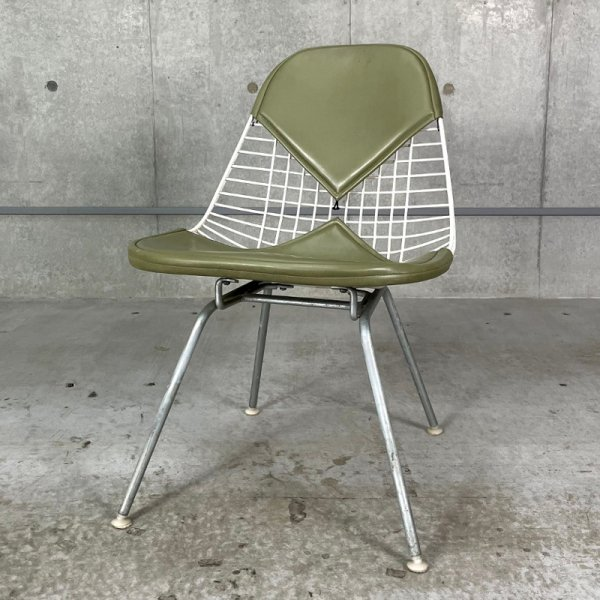 MKX-2 / Eames Wire Chair & H-Lounge Base with Bikini Pad<img class='new_mark_img2' src='https://img.shop-pro.jp/img/new/icons5.gif' style='border:none;display:inline;margin:0px;padding:0px;width:auto;' />