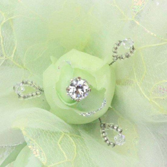 グリーンのバラ 花と蕾の二輪寄せコサージュ【画像6】