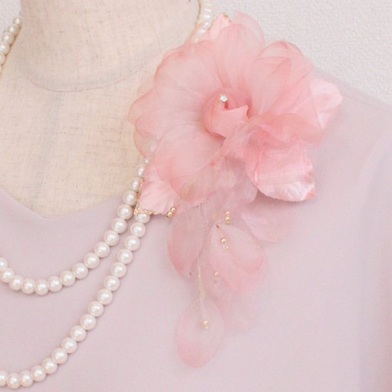 ピンク 花びら 下がりつき シルク コサージュ 正絹 ケース付き