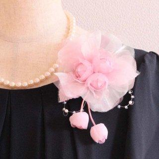コサージュ | パール 装飾 つき ピンク 三輪 蕾 コサージュ ケース付き