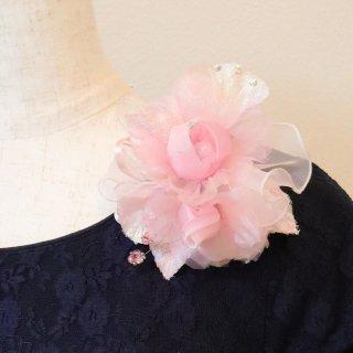 コサージュ | ビジュー ・ ラインストーン 装飾 つき ピンク バラ オーガンジー コサージュ ケース付き