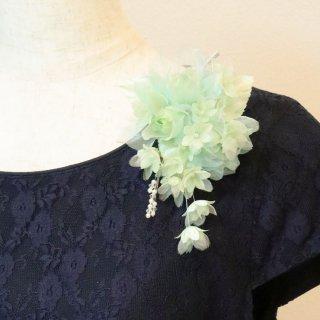 コサージュ | グリーン ( 緑 ) グリーン 緑 バラ 小花 パール コサージュ ケース付き