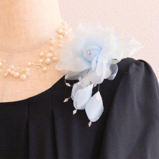 ブルー 水色 バラ 花びら 下がり付き コサージュ ケース付き
