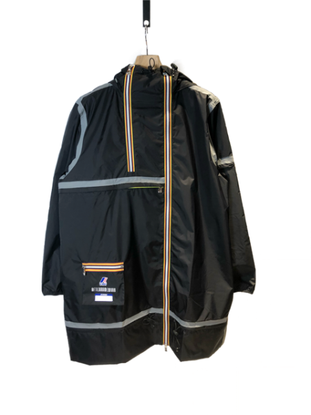 <img class='new_mark_img1' src='https://img.shop-pro.jp/img/new/icons23.gif' style='border:none;display:inline;margin:0px;padding:0px;width:auto;' />Kway Multi Pocket Taped Raincoat