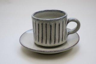 白釉彫カップソーサー(信楽焼)