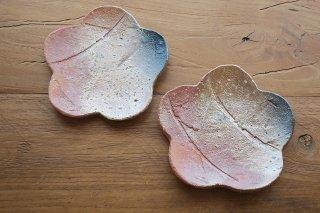 緋色花形皿(信楽焼)