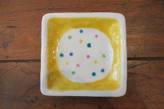 色ちらし角皿・黄色(九谷焼)