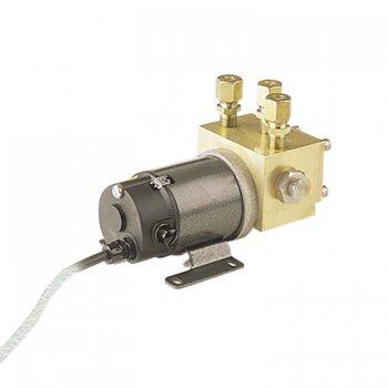420094<br>Navico RPU-300 油圧ドライブ 12 V<br> (000-13767-001)