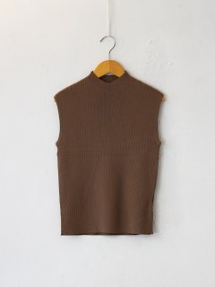 <img class='new_mark_img1' src='https://img.shop-pro.jp/img/new/icons6.gif' style='border:none;display:inline;margin:0px;padding:0px;width:auto;' />RIM.ARK / Basic no sleeve knit (CAMEL) 21AW