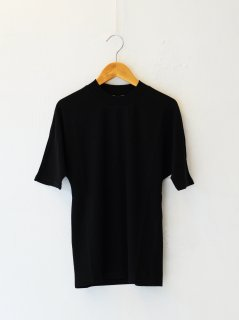 <img class='new_mark_img1' src='https://img.shop-pro.jp/img/new/icons6.gif' style='border:none;display:inline;margin:0px;padding:0px;width:auto;' />IIROT / Soft Cotton TS (BLACK) 21FALL