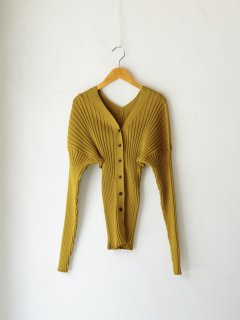 <img class='new_mark_img1' src='https://img.shop-pro.jp/img/new/icons6.gif' style='border:none;display:inline;margin:0px;padding:0px;width:auto;' />IIROT / Wide rib cardigan (Mustard) 21WINTER