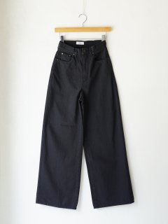 <img class='new_mark_img1' src='https://img.shop-pro.jp/img/new/icons6.gif' style='border:none;display:inline;margin:0px;padding:0px;width:auto;' />IIROT / Wide Flare Jeans (Black) 21WINTER