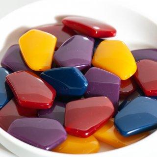 みずみずしい樹脂ビーズ 不規則五角形 4色8個