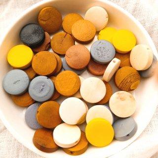 【B品】5色のウッドビーズ フラットラウンド 44個 ウッドパーツ コイン型